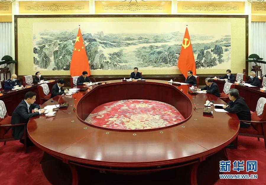 12月24日至25日,中共中央政治局召开民主生活会,中共中央总书记习近平主持会议并发表重要讲话。 新华社 记者 鞠鹏 摄