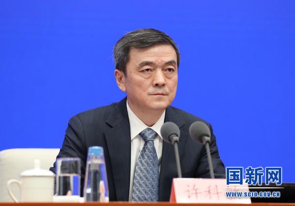 工业和信息化部产业政策与法规司司长许科敏在发布会上。